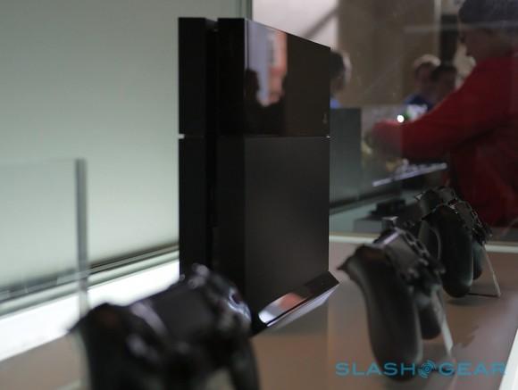 http://gamefa.com/wp-content/uploads/2013/12/sony_ps4_hands-on_sg_13-L-580x43711.jpg
