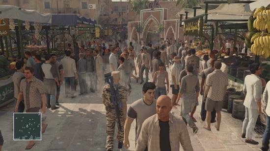 در این اپیزود جمعیت خیلی بیشتری در محیطهای بازی حضور دارند، از مردم عادی گرفته تا نیروهای نظامی و فروشندها و....