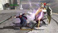 «نِرو» دیگر شخصیت اصلی بازی با دست اهریمنی ای که دارد می تواند ضربات قرتمندی را بر دشمنان وارد کند. در اینجا نیز در حال مبارزه با یکی از باس های نسبتاً سخت بازی می باشد.