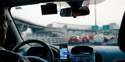 [تک فارس]: گوشی های هوشمند و تصادفات | با گسترش استفاده از گوشی ها هوشمند تصادفات نیز افزایش می یابند