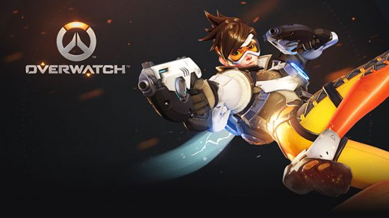 شخصیت Tracer که بر روی کاور اصلی بازی حضور دارد