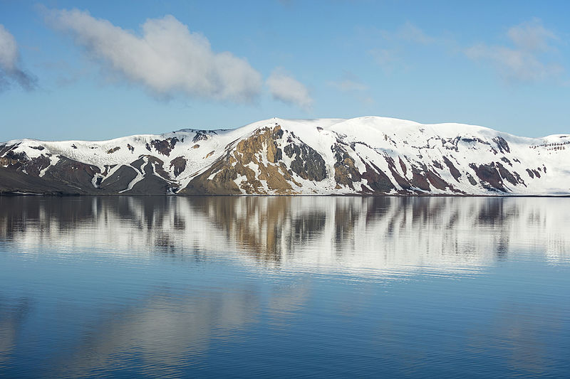 South_Shetland-2016-Deception_Island–Caldera_wall_reflection_(WSW)
