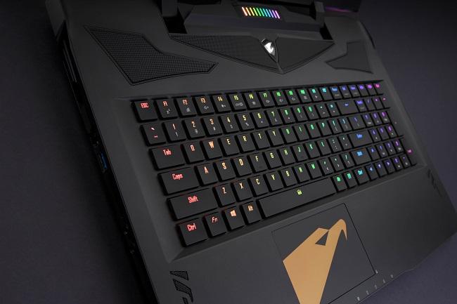 جعبه گشایی لپ تاپ گیگابایت AORUS Gaming Laptop – X9 بههمراه زیرنویس فارسی